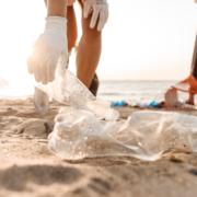 Percorsi di volontariato: Francesco vuole ripulire i mari dalla plastica